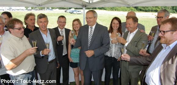 Officiels et vignerons réunis pour trinquer au succès de la route des vins du pays messin - Photo : Tout-Metz.com