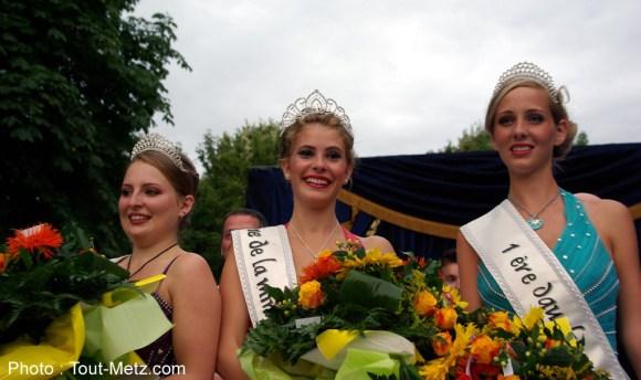 de g. à d. : Appoline, 2ème dauphine, Sarah Reine de la mirabelle 2013, et Fanny, 1ère dauphine