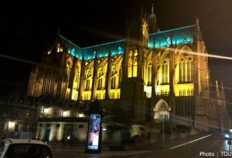 Marchés de Noël à Metz : une patinoire au pied de la cathédrale