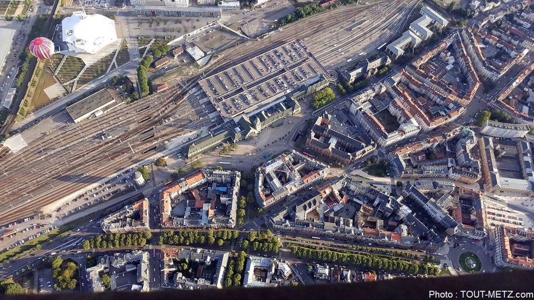 La gare de Metz quasiment sous nos pieds.