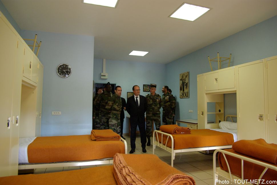 hollande-service-militaire-montigny-les-metz-2015-IMGP2736