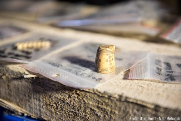 Des amphores, des récipients, et des objets d'une grande finesse ont été retrouvés sous le musée de la Cour d'Or à Metz, pour certains dans un très bon état de conservation. 10/02/2016