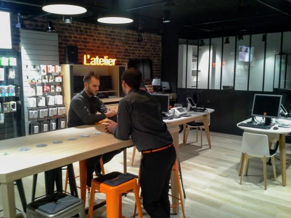 Au sein de l'atelier, les utilisateurs pourront faire diagnostiquer leurs appareils et prendre des cours de smartphones.