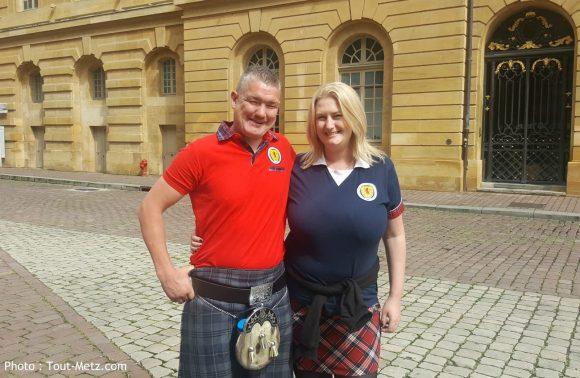 Paul et Lindsay, de fervents supporters écossais venus dès jeudi faire un peu de tourisme avant d'assister au match France - Ecosse ce samedi 4 juin 2016 à Metz