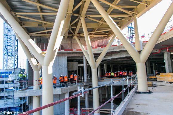 Vue 2ème étage de Muse sous les colonnes qui font face au Centre Pompidou.