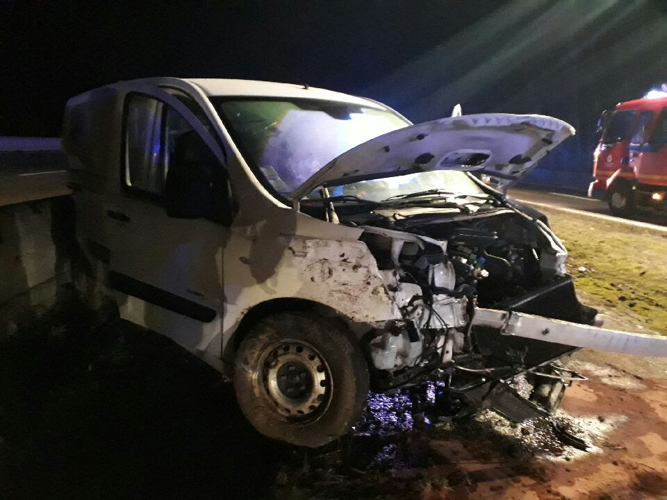 Le véhicule accidenté sur l'autoroute A31 dans cette nuit du 5 au 6 février 2019.