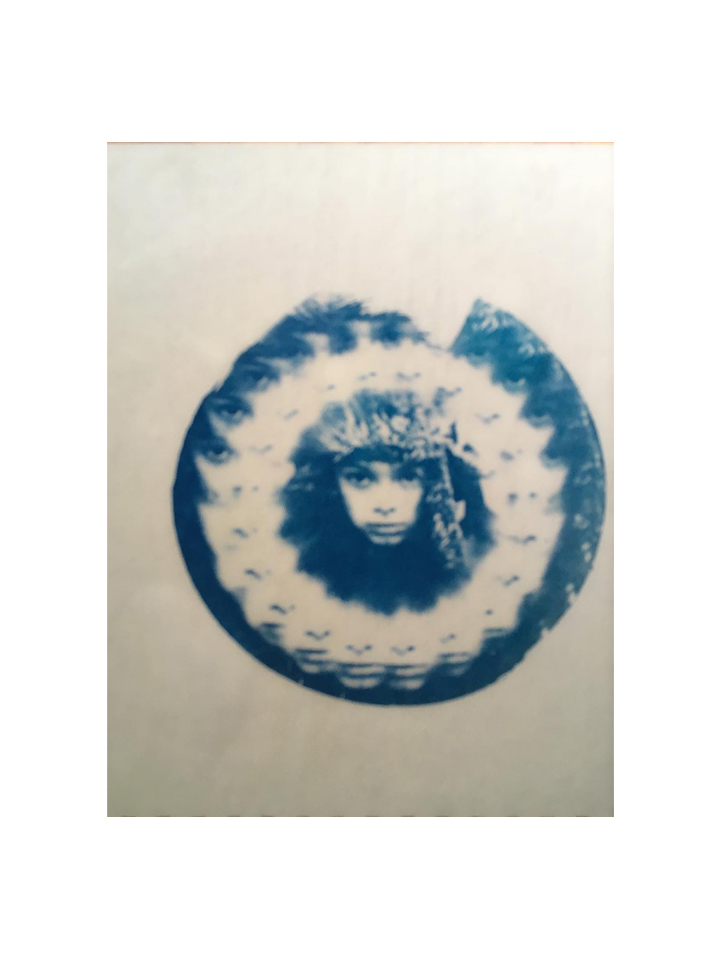 Photographie cyanotype The kid par Anna Yurienen Gallego artiste photographe