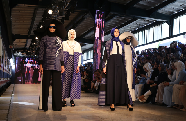 Le premier défilé international de la mode pudique à Istanbul