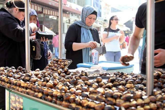 street- food-vendeur-de-marron-chauds-istanbul