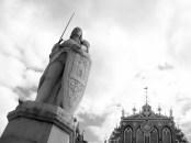 Statue de Roland de Roncevaux devant la Maison des Têtes Noires