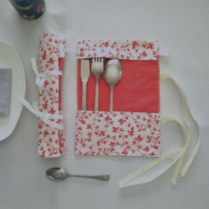 Art de la Table - Pochette à Couverts - Feuilles - Rouge Blanc