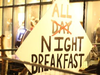 TouVA performance - All Night Breakfast - 01