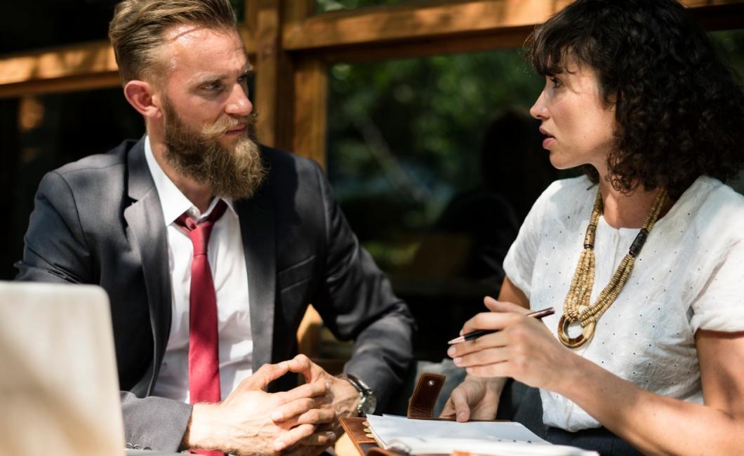En interviewguide er et hjælperedskab under interviewet.