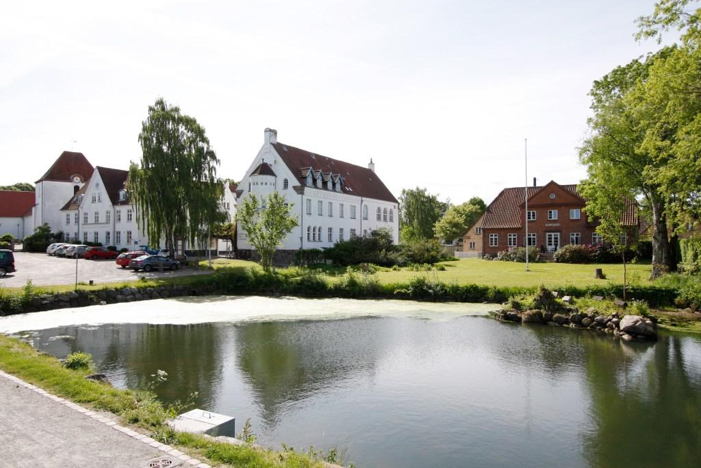 Ryslinge Højskole på Fyn.
