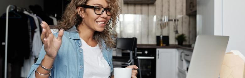 Det er vigtigt at være opmærksom på at skabe en god kontakt til interviewpersonen inden et videointerview.