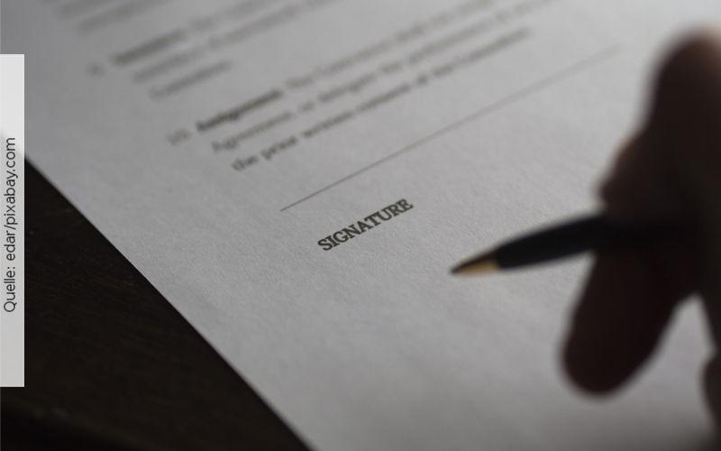Unterzeichnung des Arbeitsvertrags, Quelle: edar/pixabay.com
