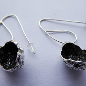 silverkupe earring hollow black