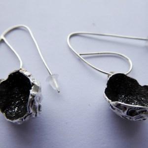 silverkupe earring hollow black