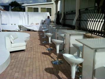 Setting-up-outdoor-White-party