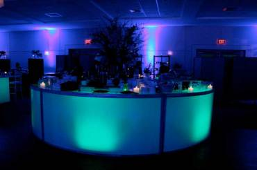 Round-illuminated-bar-with-matching-lights