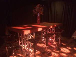 Basketball-Mitzvah-community-table-wtih-centerpiece-and-scoop-stools