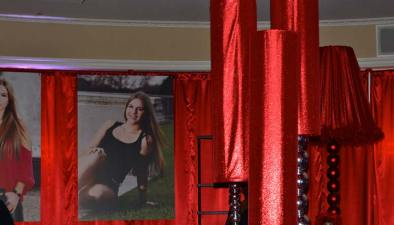 remi-bat-mitzvah-red-metallic-centerpieces-and-photo-posters