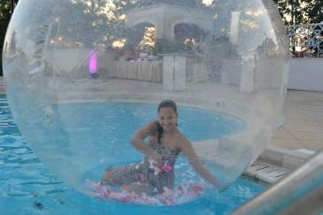 Country-Club-Event-Production-Girl-in-Bubble-Prop