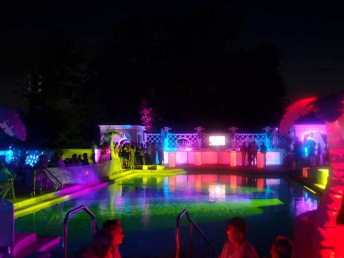Country-Club-Event-Production-Outdoor-Rainbow-Lighting