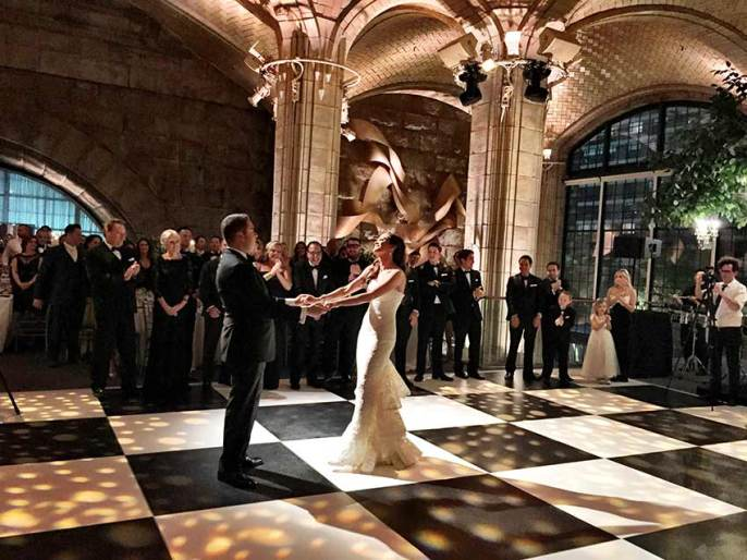 Portable-Black-and-White-Wedding-Dance-Floor-Rental