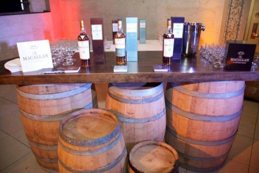 Barrels-supporting-wooden-table-top-with-brandy-tasting-setup