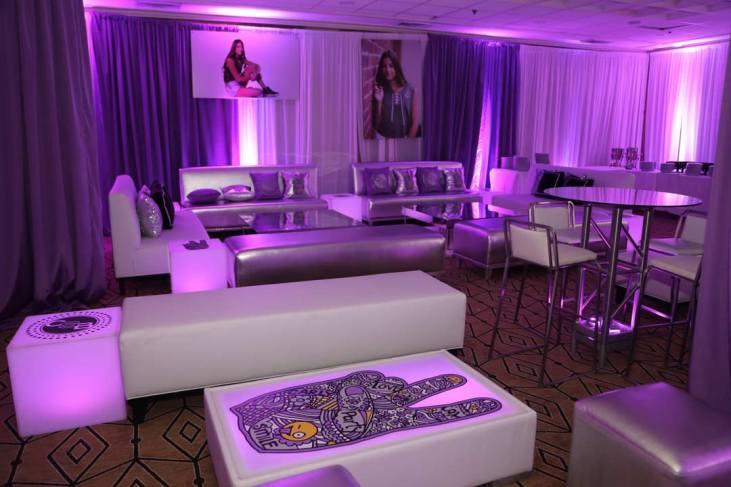 Platinum-lounge-decor-with-pink-lighting