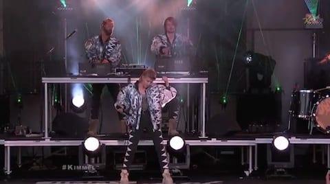 Röyksopp & Robyn Perform %22Do It Again%22