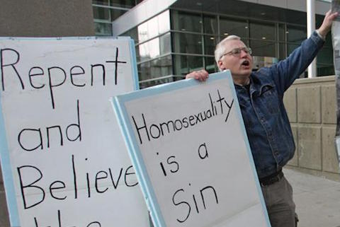 Bill_Whatcott_protesting_outside_Calgary_courthouse