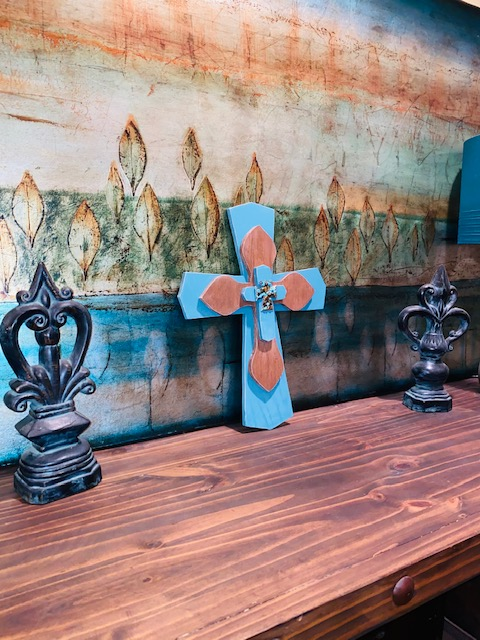Top-5-Spring-DIY-Home-Decor-Ideas-Turquoise-Cross