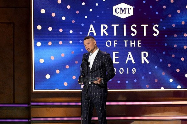WATCH: Kane Brown Dedicates 2019 CMT Artist of the Year Win to Late Drummer Kenny Dixon