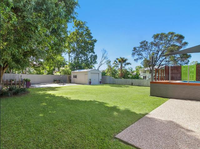 Residential - Rear yard shed and pool deck - Mysterton