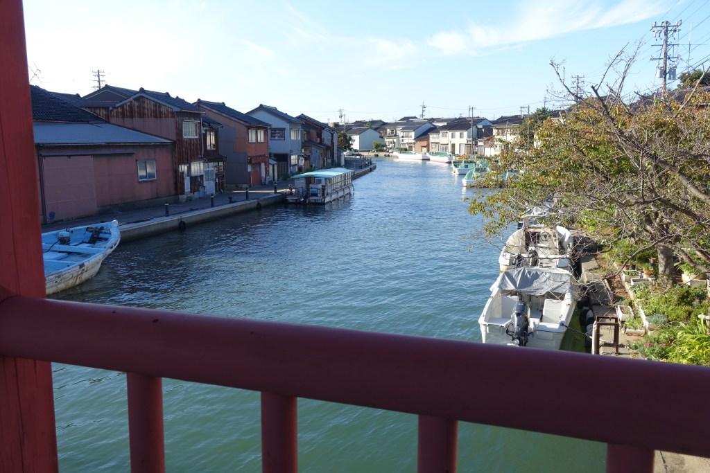 東橋から内川を望む