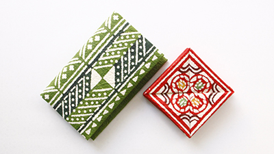 Yatsuo washi paper is known for its durability. There are a variety of items available at souvenir shops across Japan! 破れにくく丈夫なのが特徴の八尾和紙で作られた小物入れな ど。全国のお土産店、アンテナショップでもご購入可能。