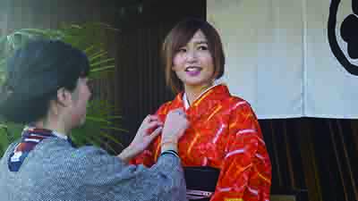 Try on a kimono and stroll the town of Yatsuo with a tour guide. Enjoy modern Yatsuo while learning about its history and culture. 着物を着てガイドと共に八尾の町を散策します。町の歴史や 文化を紐解きながら、現代の八尾を感じてください。