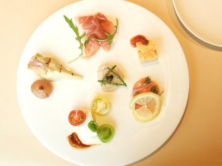 ANTIPASTI&INSALATA 前菜の盛り合わせ 写真