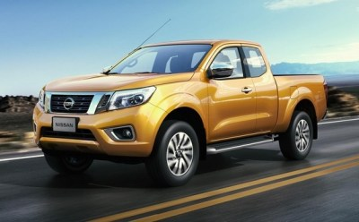 2015-Nissan-Navara-NP300-front-side-road