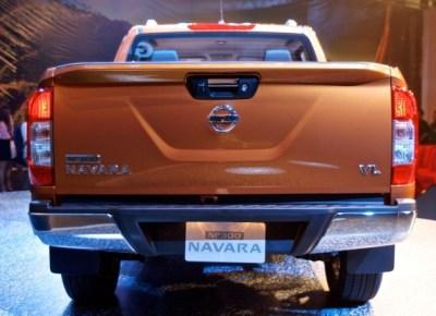 navara-np300-2015-rear