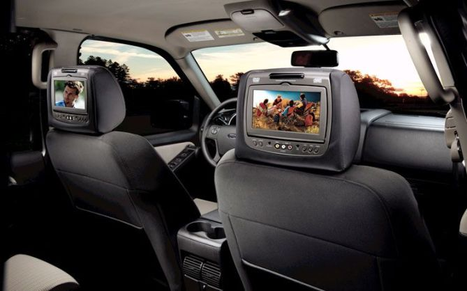toyota-makassar-headrest-monitor