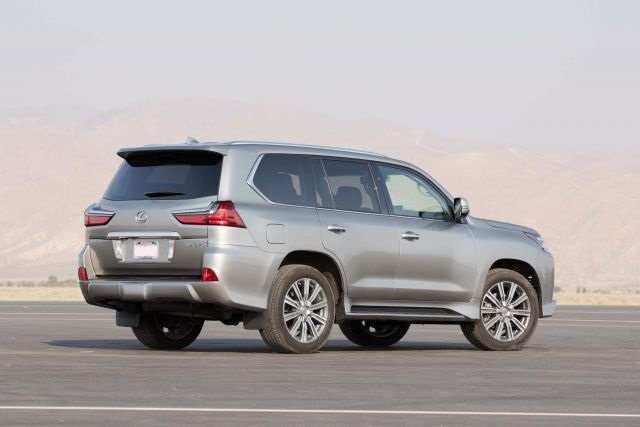 2018 Lexus LX 570 rear view