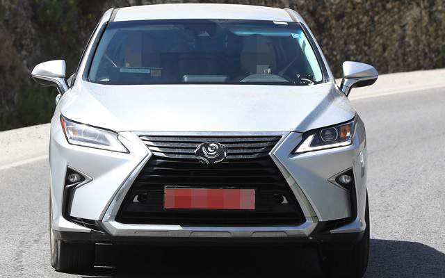 2019 Lexus RX 350 redesign spy shot 1