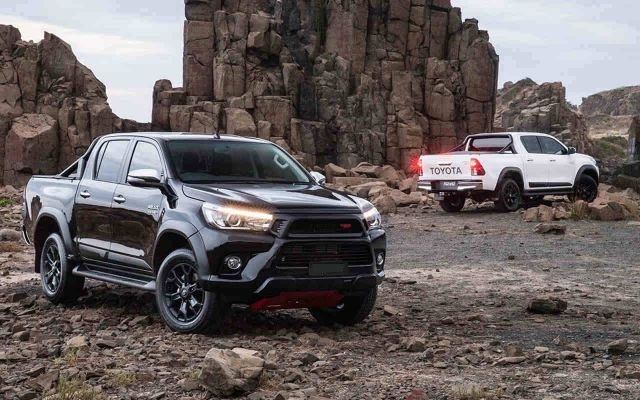 2019 Toyota Hilux front and side view