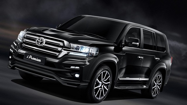 2019 Toyota Land Cruiser side view