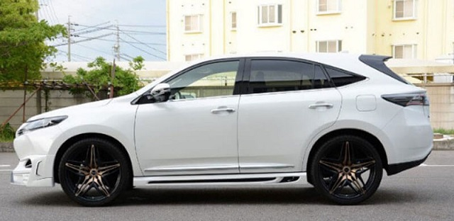 2019 Toyota Harrier side view