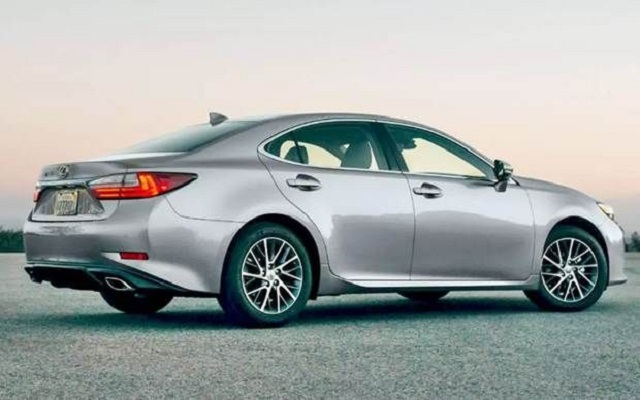 2020 Lexus ES 350 rear view