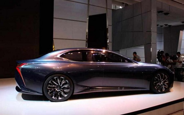 2020-Lexus-LS-side-view